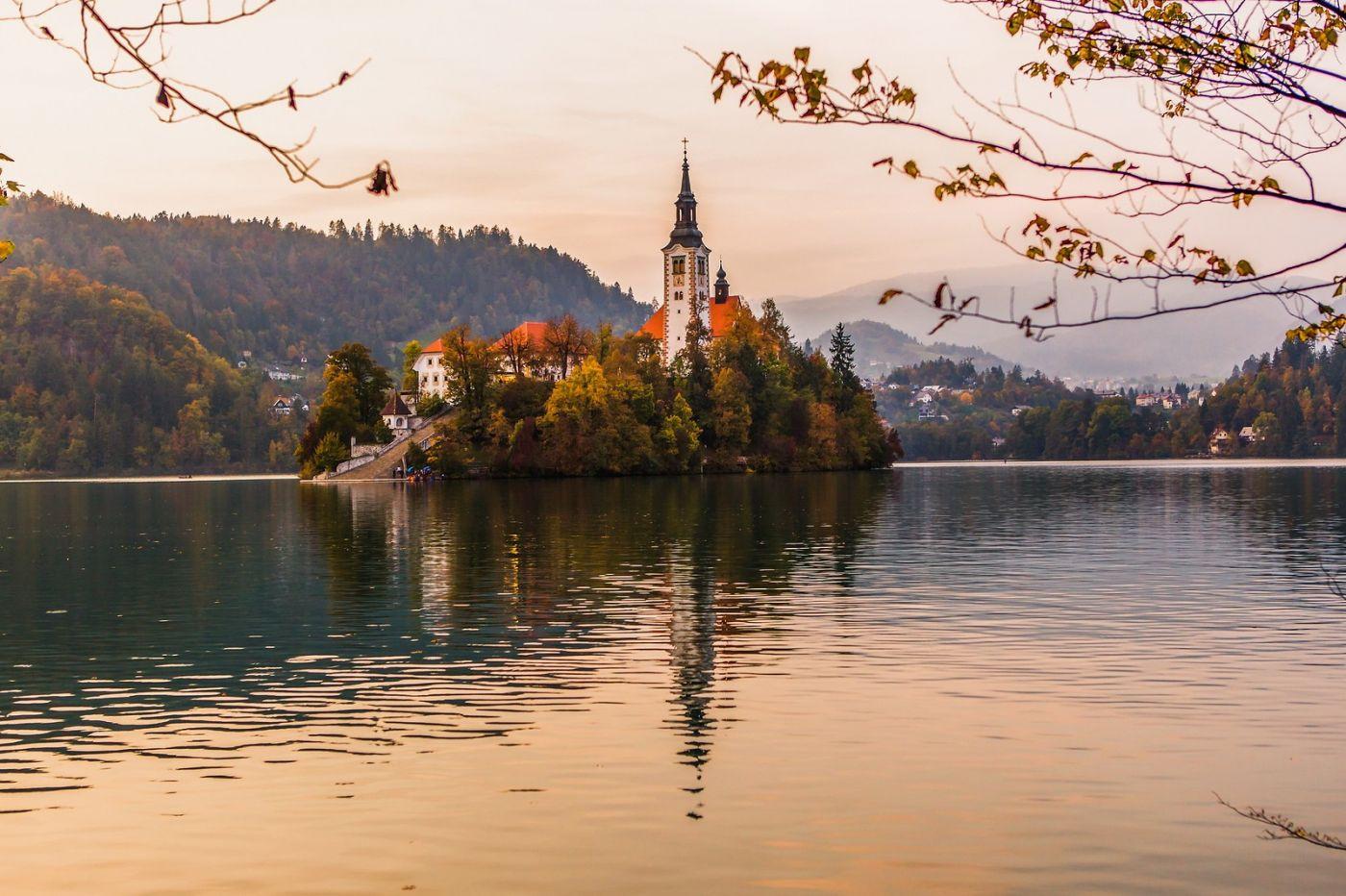 斯洛文尼亚布莱德湖(Lake Bled),湖中教堂_图1-3