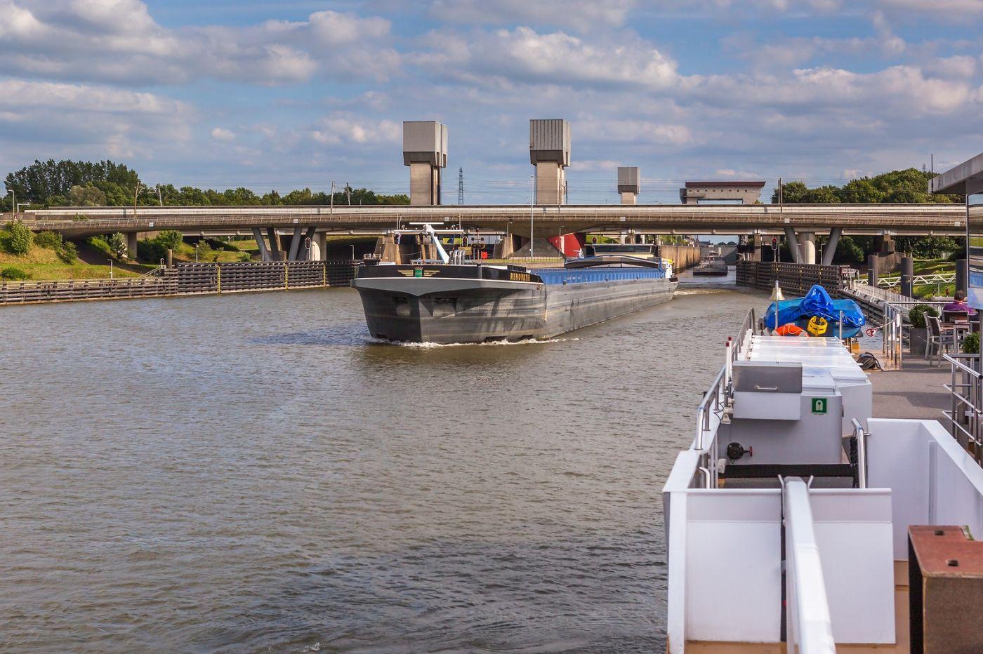 畅游莱茵河,游船商船另一道景_图1-32