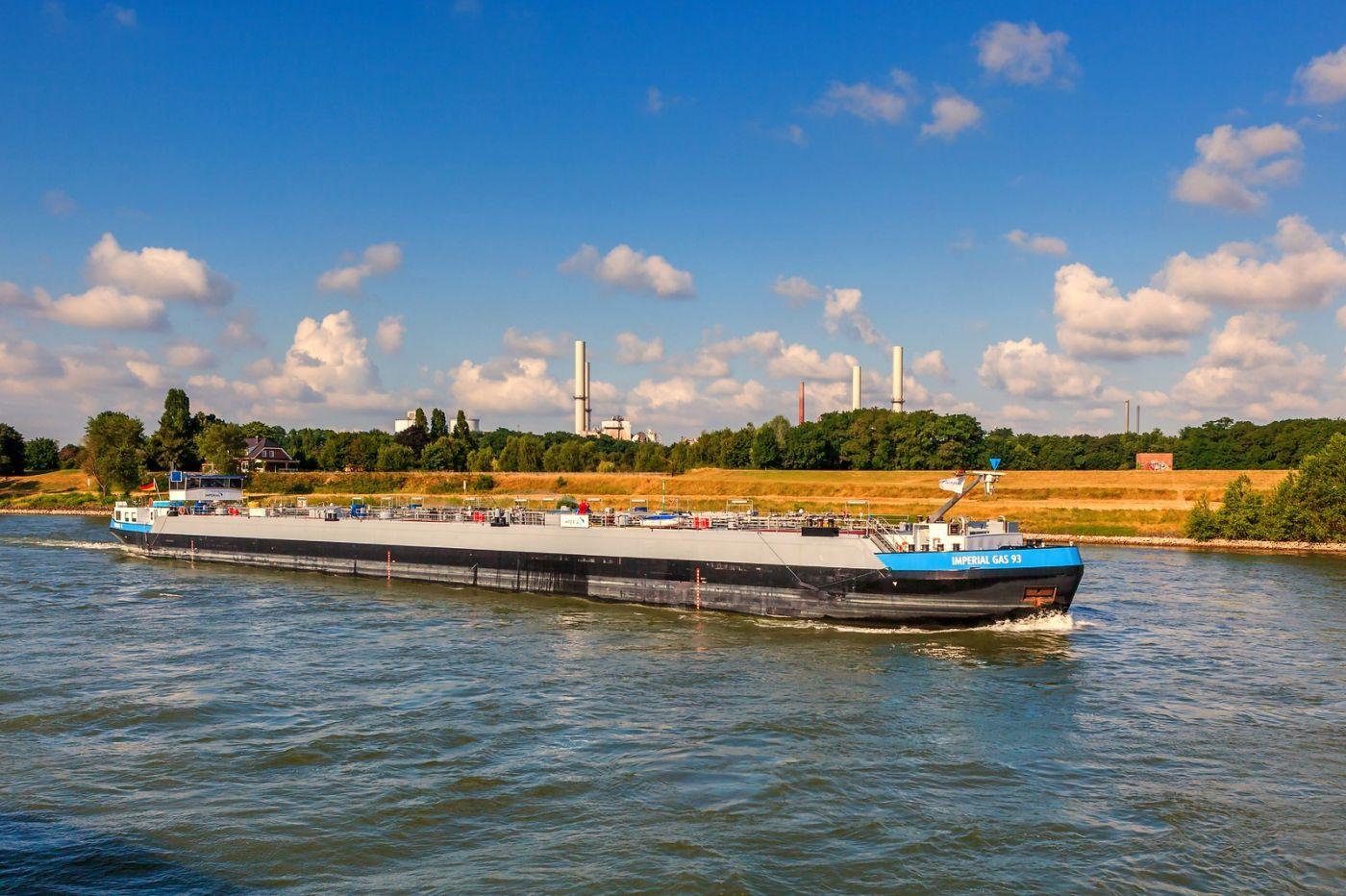 畅游莱茵河,游船商船另一道景_图1-21