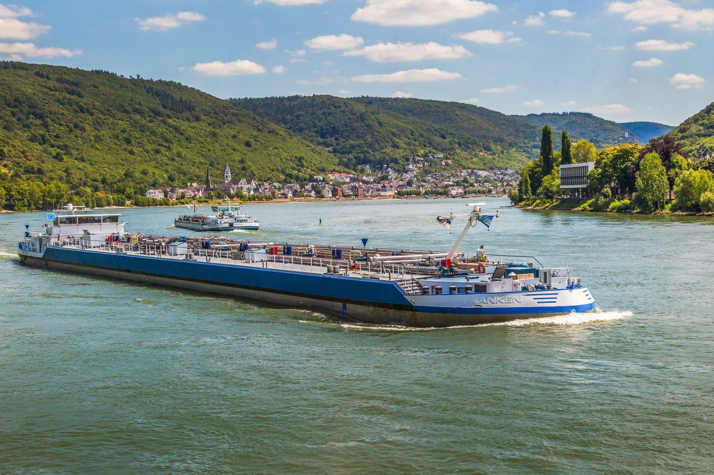 畅游莱茵河,游船商船另一道景_图1-4