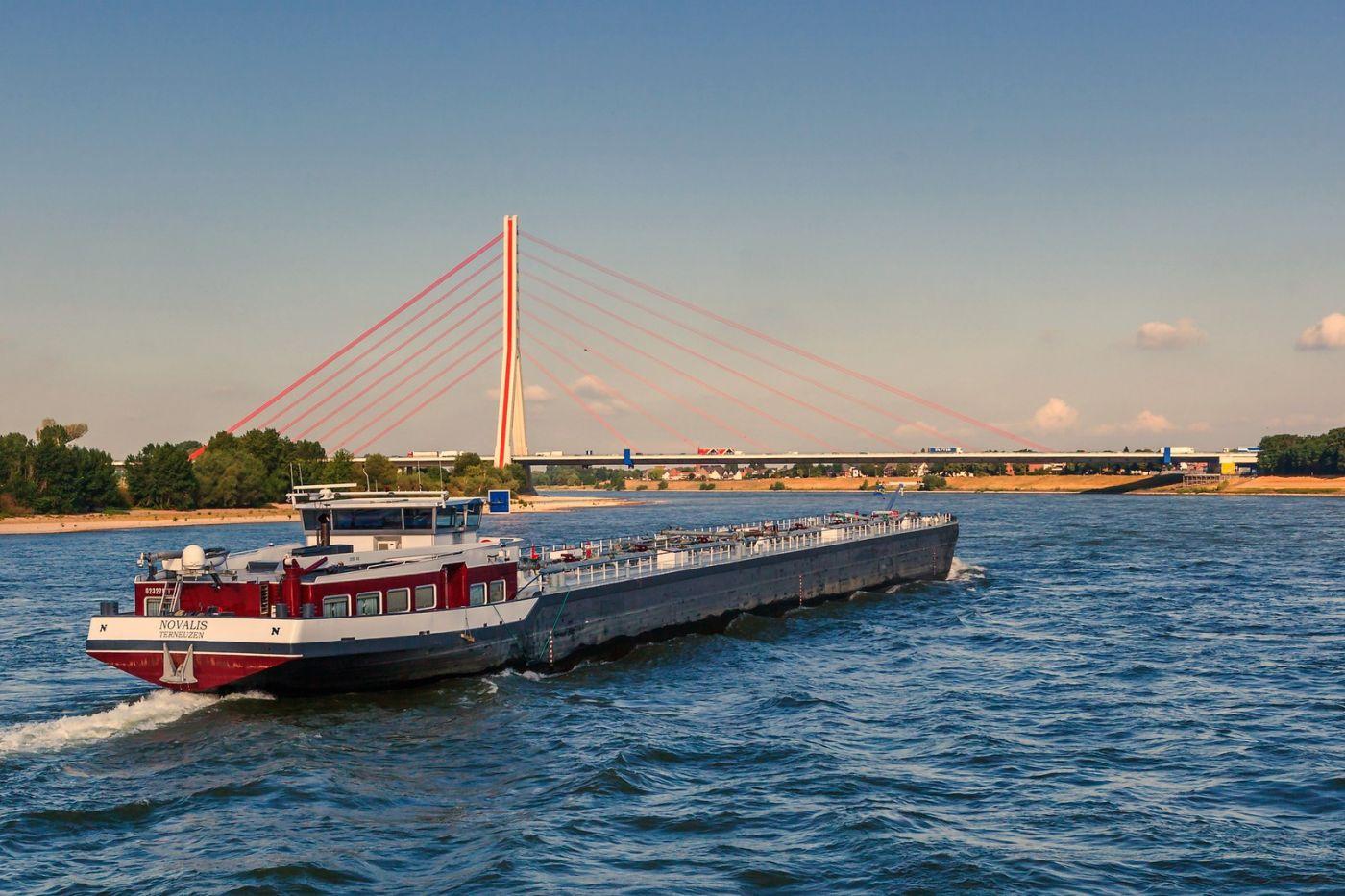 畅游莱茵河,游船商船另一道景_图1-3