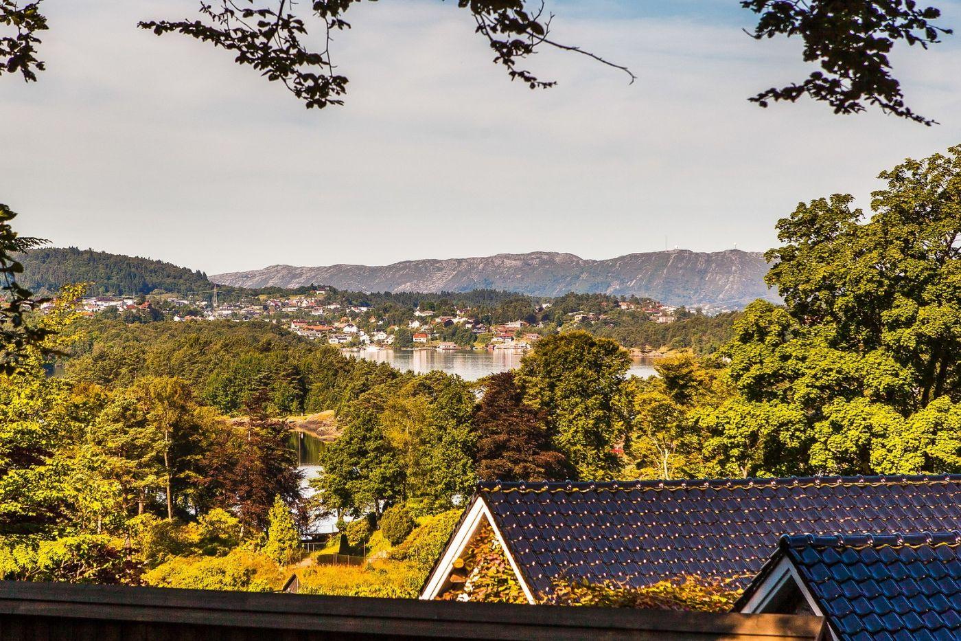 挪威卑尔根市(Bergen),有意思的小教堂_图1-2