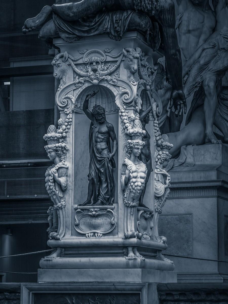意大利佛罗伦萨,西格诺里亚广场的雕像_图1-18
