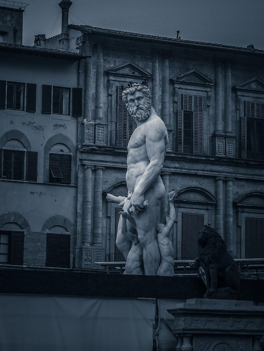 意大利佛罗伦萨,西格诺里亚广场的雕像_图1-12