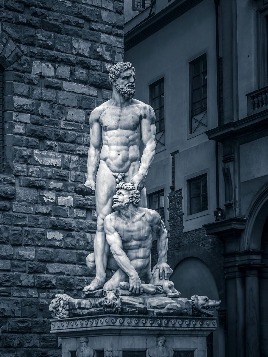 意大利佛罗伦萨,西格诺里亚广场的雕像_图1-1