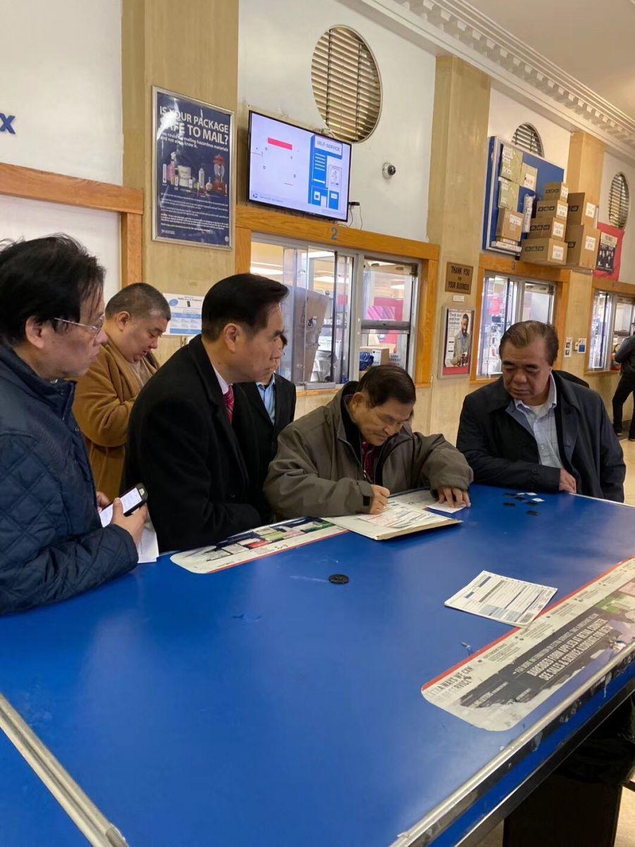 美国各界華僑華人到華埠郵局以最快郵件方式給特朗普總統_图1-2