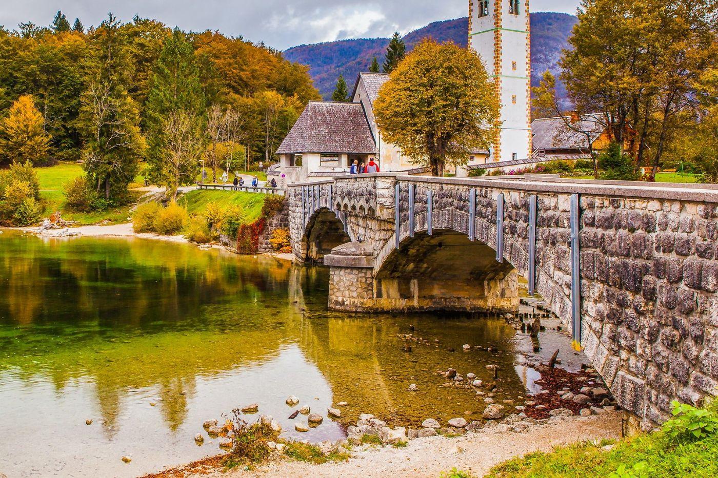 斯洛文尼亚博希尼湖(Lake Bohinj),湖边的桥和教堂_图1-7