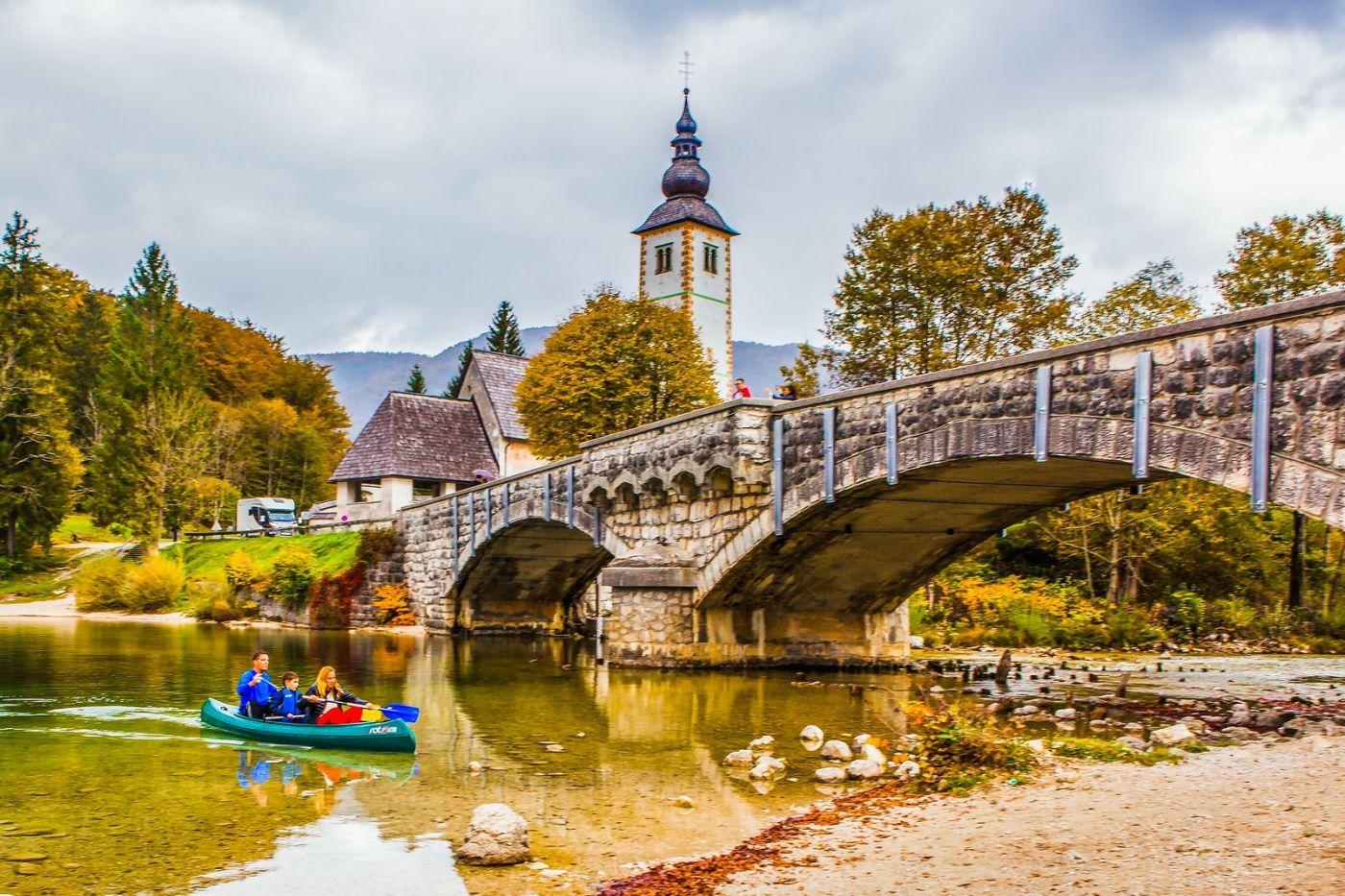 斯洛文尼亚博希尼湖(Lake Bohinj),湖边的桥和教堂_图1-4