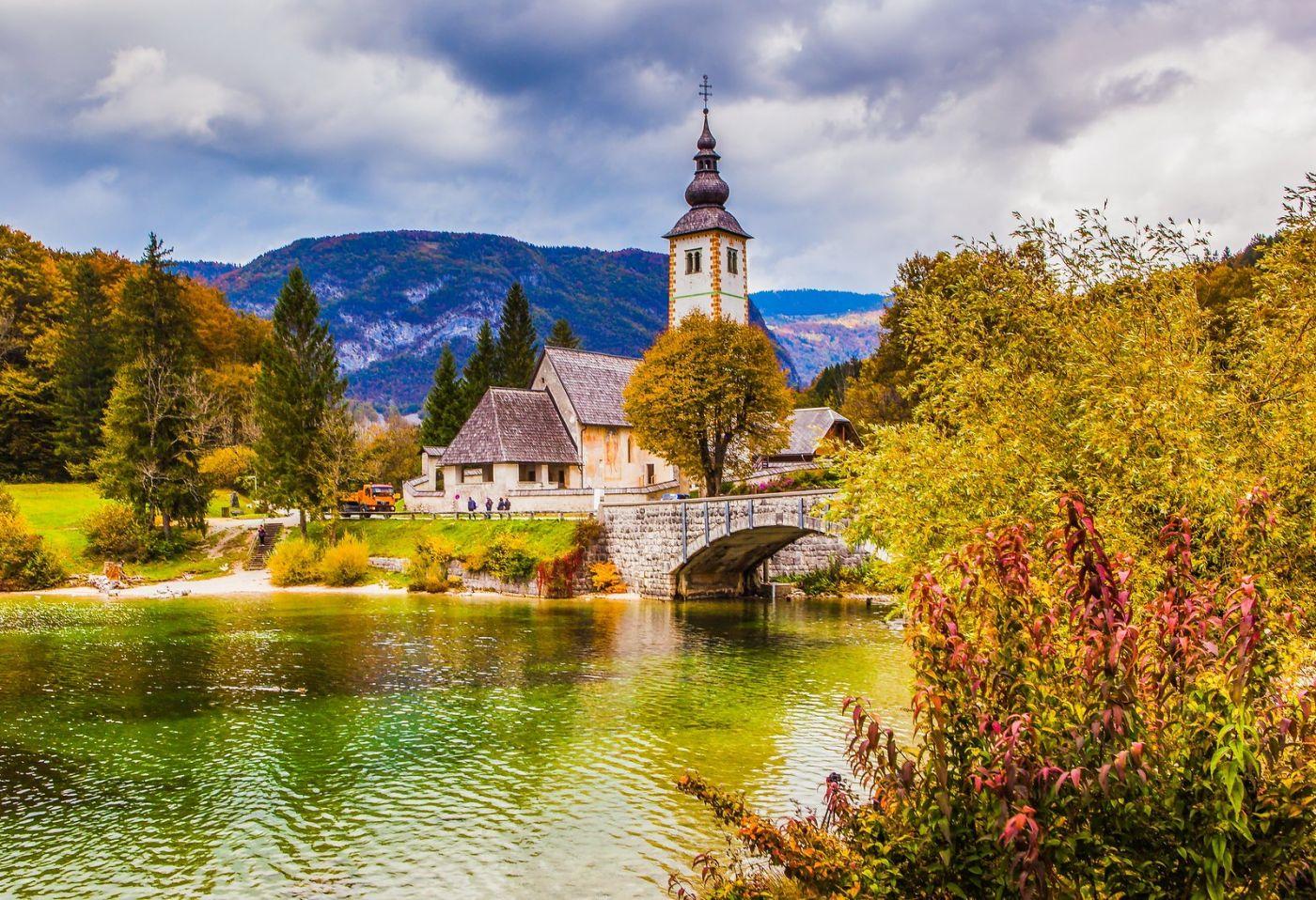 斯洛文尼亚博希尼湖(Lake Bohinj),湖边的桥和教堂_图1-6