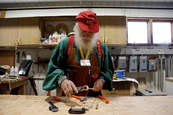 高娓娓:揭秘美国的专业圣诞老人批量制造工厂_图1-8