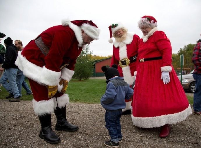 高娓娓:揭秘美国的专业圣诞老人批量制造工厂_图1-11