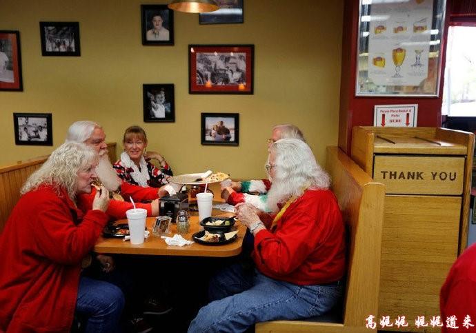高娓娓:揭秘美国的专业圣诞老人批量制造工厂_图1-12