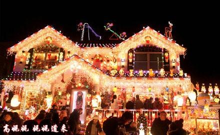 高娓娓:亮瞎眼!看美国人布置圣诞彩灯有多疯狂_图1-1