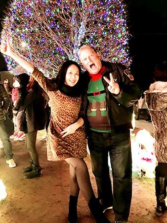高娓娓:亮瞎眼!看美国人布置圣诞彩灯有多疯狂_图1-4