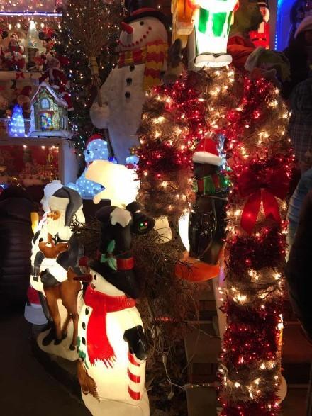 高娓娓:亮瞎眼!看美国人布置圣诞彩灯有多疯狂_图1-11