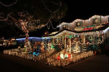 高娓娓:亮瞎眼!看美国人布置圣诞彩灯有多疯狂_图1-14