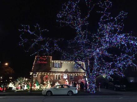 高娓娓:亮瞎眼!看美国人布置圣诞彩灯有多疯狂_图1-15
