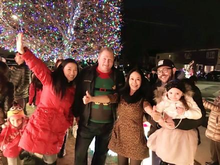 高娓娓:亮瞎眼!看美国人布置圣诞彩灯有多疯狂_图1-16