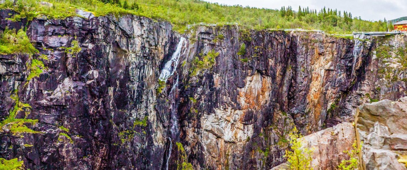 北欧风光,汇聚而下的高山瀑布_图1-35