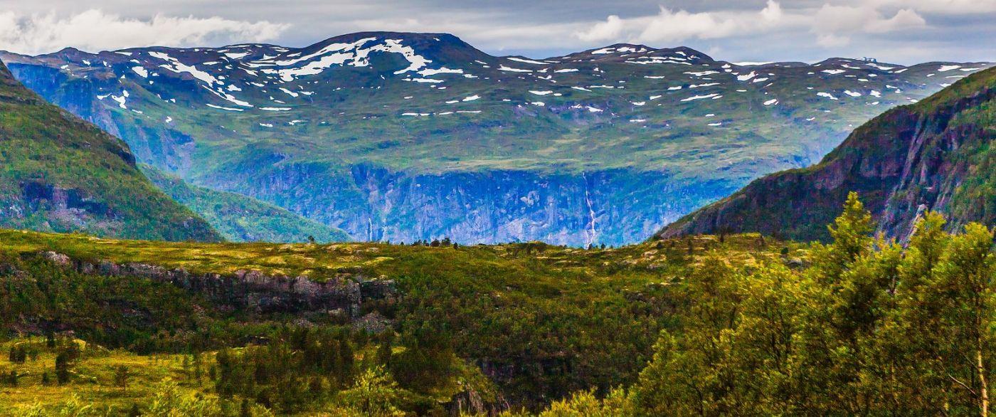 北欧风光,汇聚而下的高山瀑布_图1-25