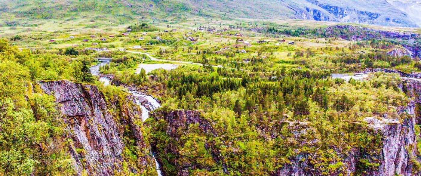 北欧风光,汇聚而下的高山瀑布_图1-5