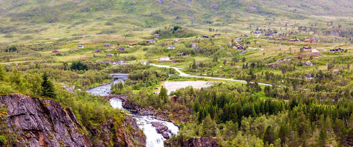 北欧风光,汇聚而下的高山瀑布_图1-3