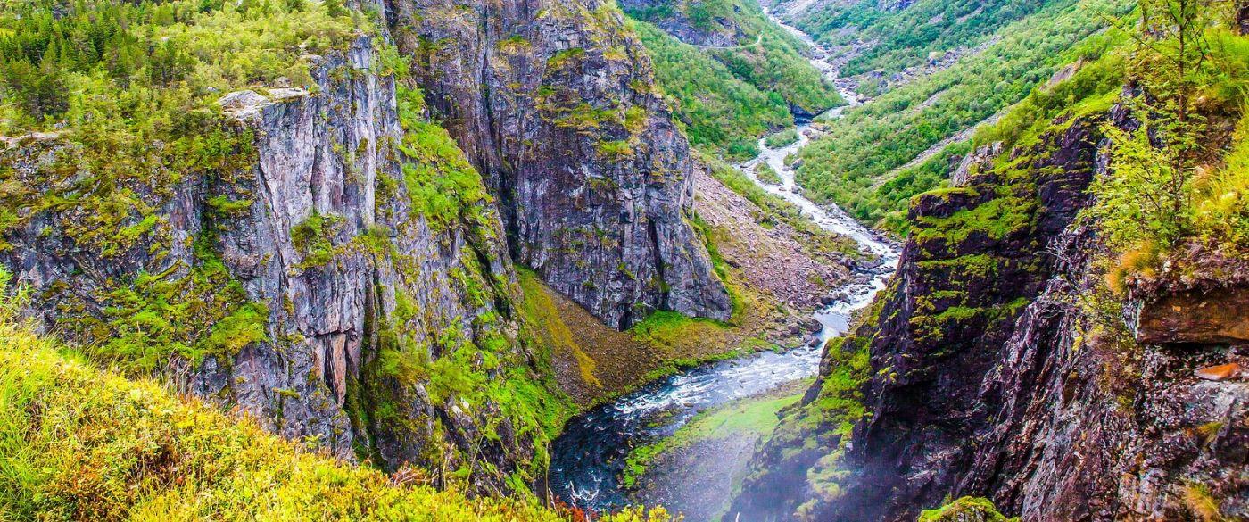 北欧风光,汇聚而下的高山瀑布_图1-1