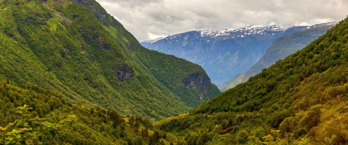 北欧风光,汇聚而下的高山瀑布_图1-17