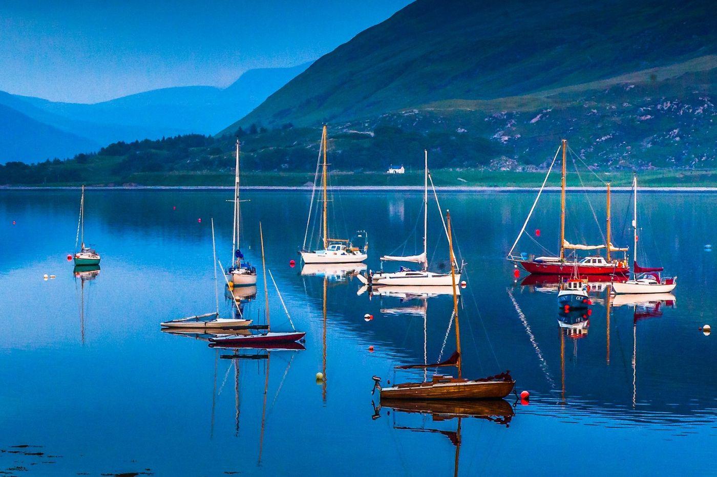 苏格兰阿勒浦(Ullapool),如镜的湖面_图1-20
