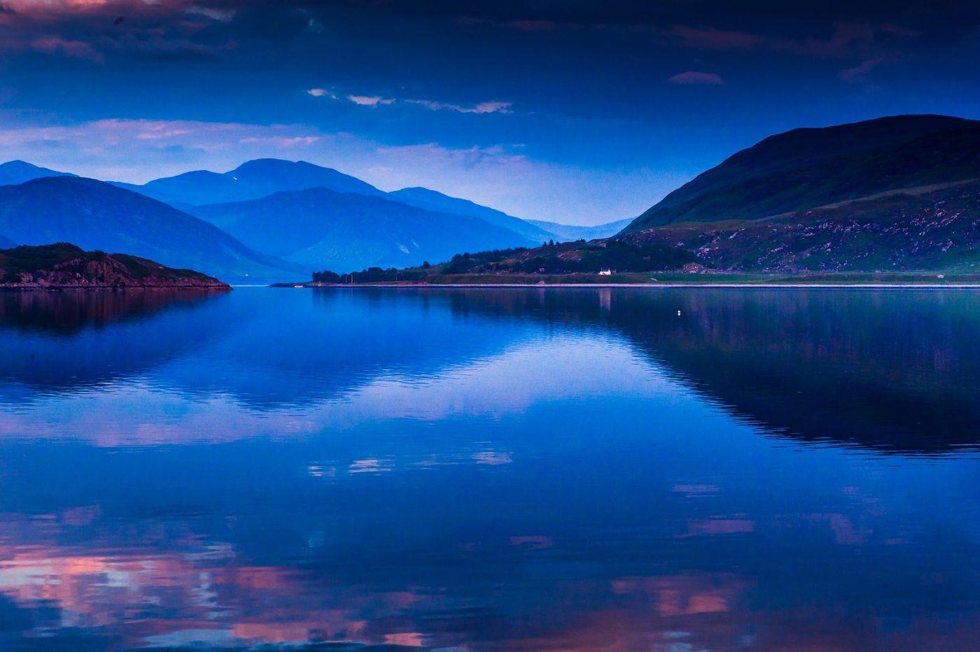 苏格兰阿勒浦(Ullapool),如镜的湖面_图1-19