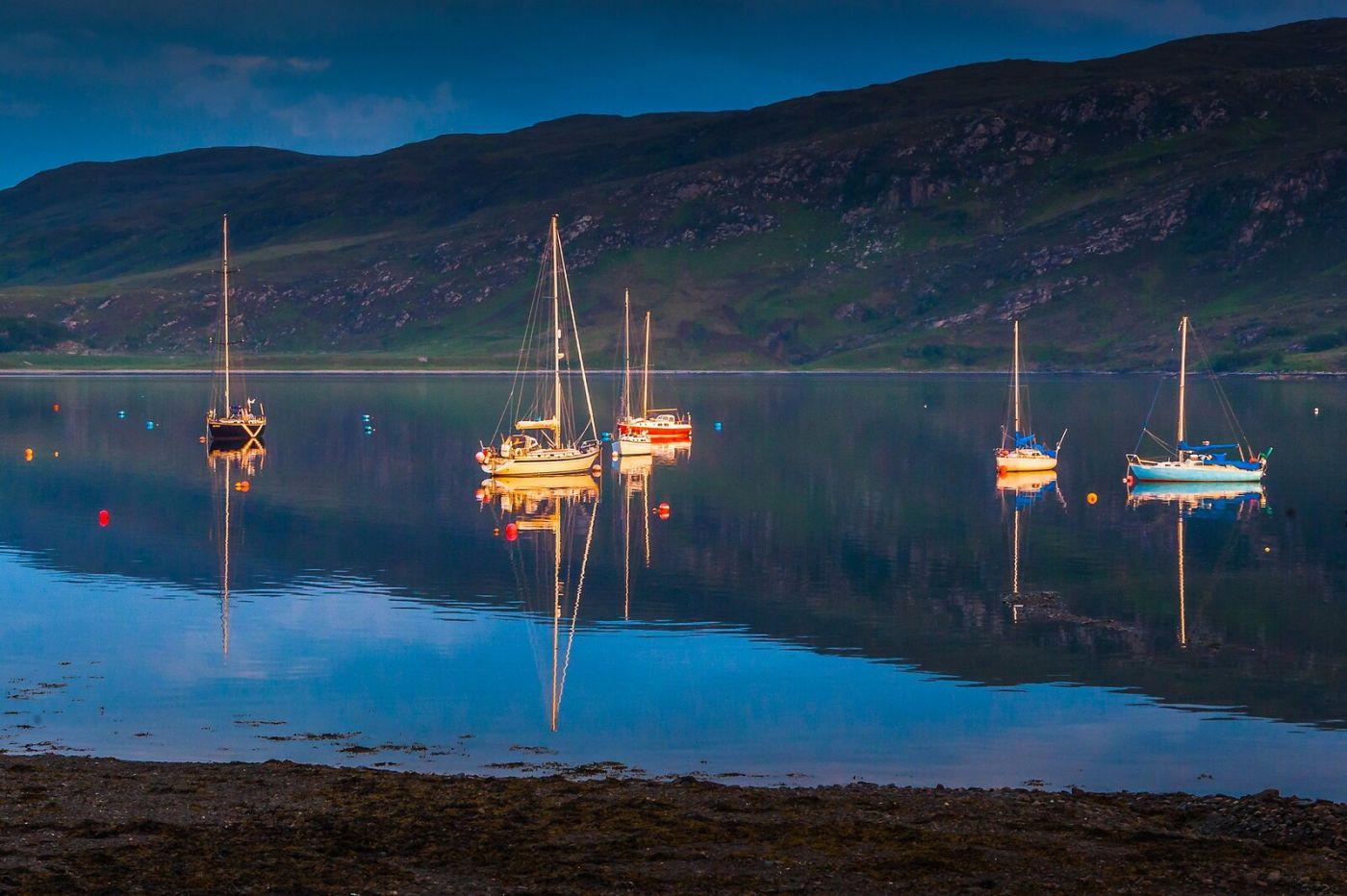 苏格兰阿勒浦(Ullapool),如镜的湖面_图1-17