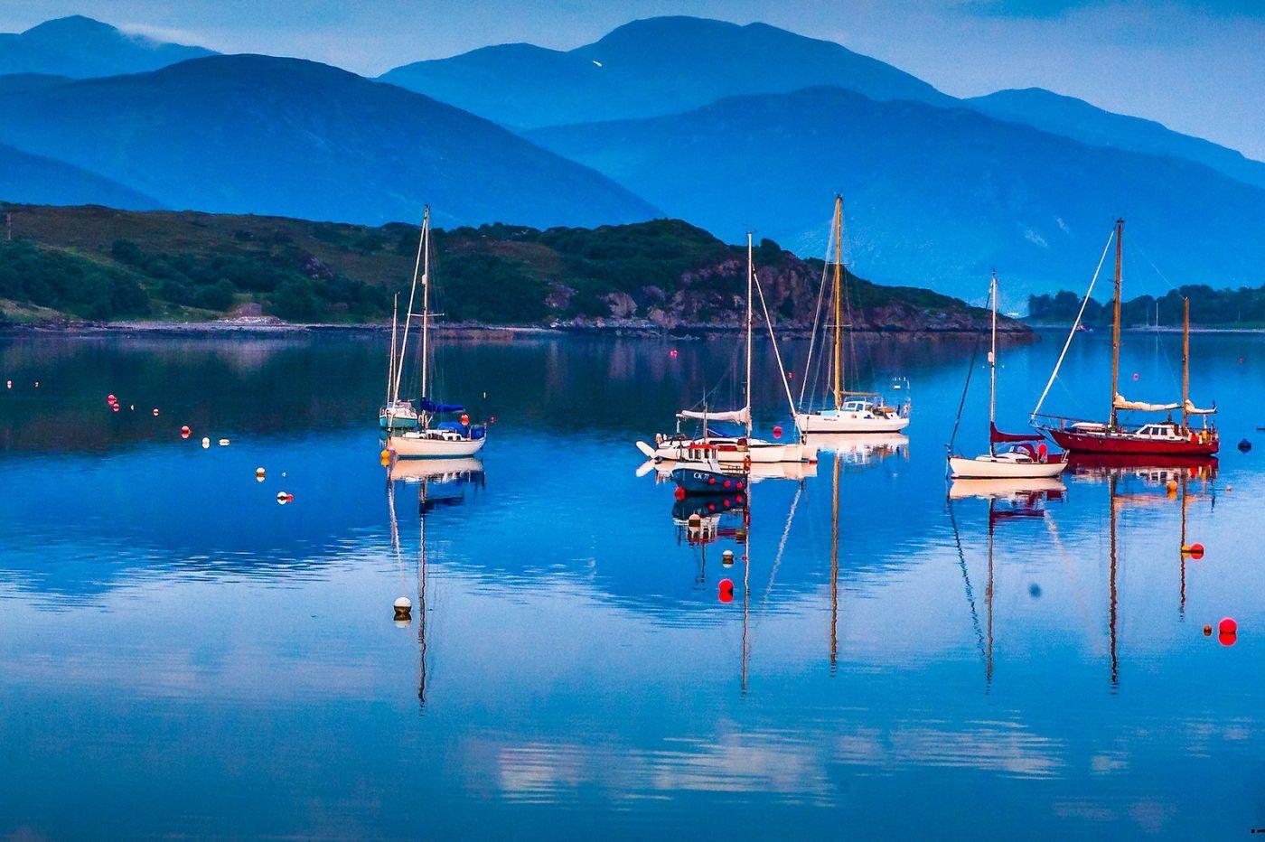 苏格兰阿勒浦(Ullapool),如镜的湖面_图1-18