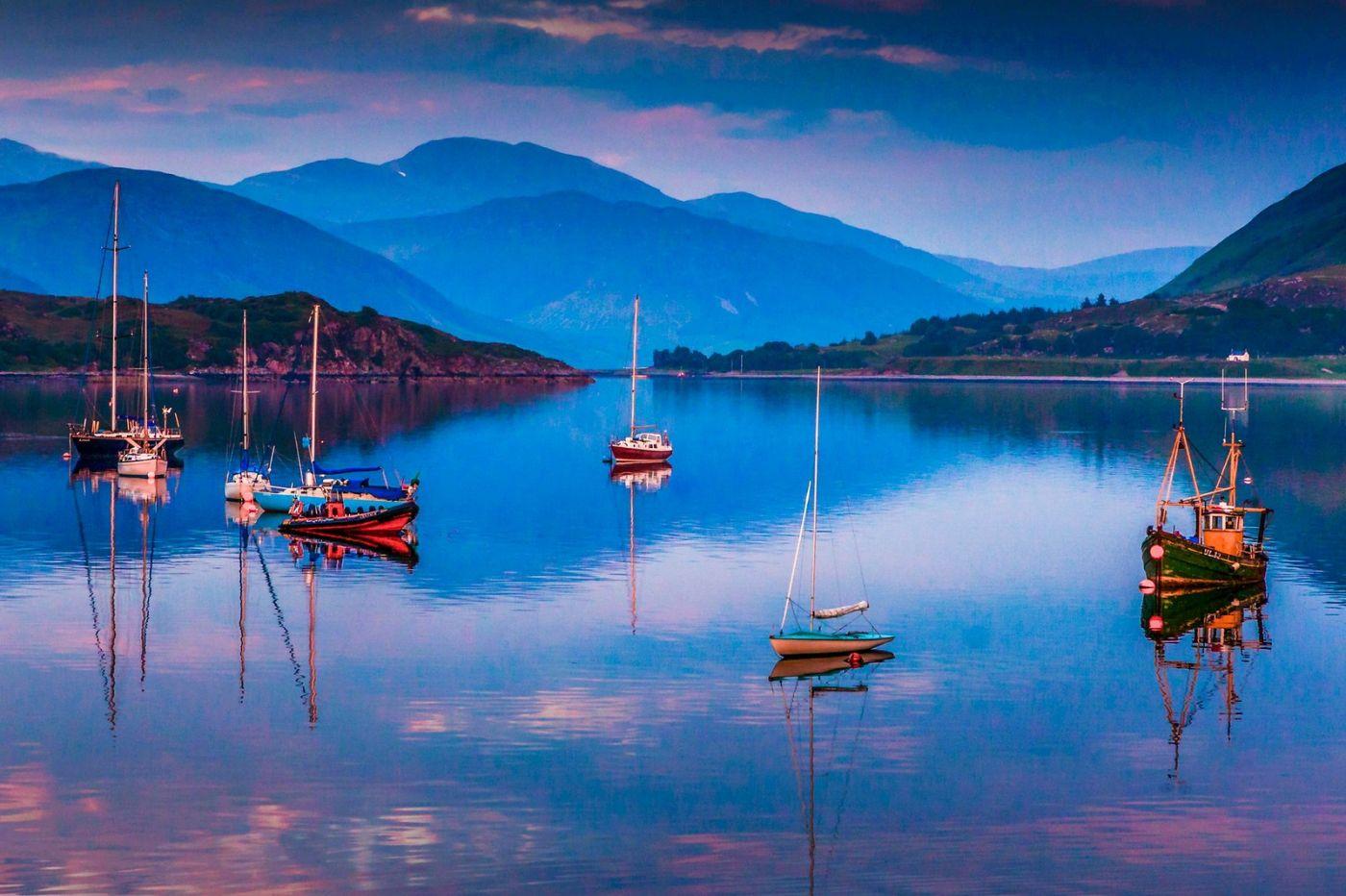 苏格兰阿勒浦(Ullapool),如镜的湖面_图1-15