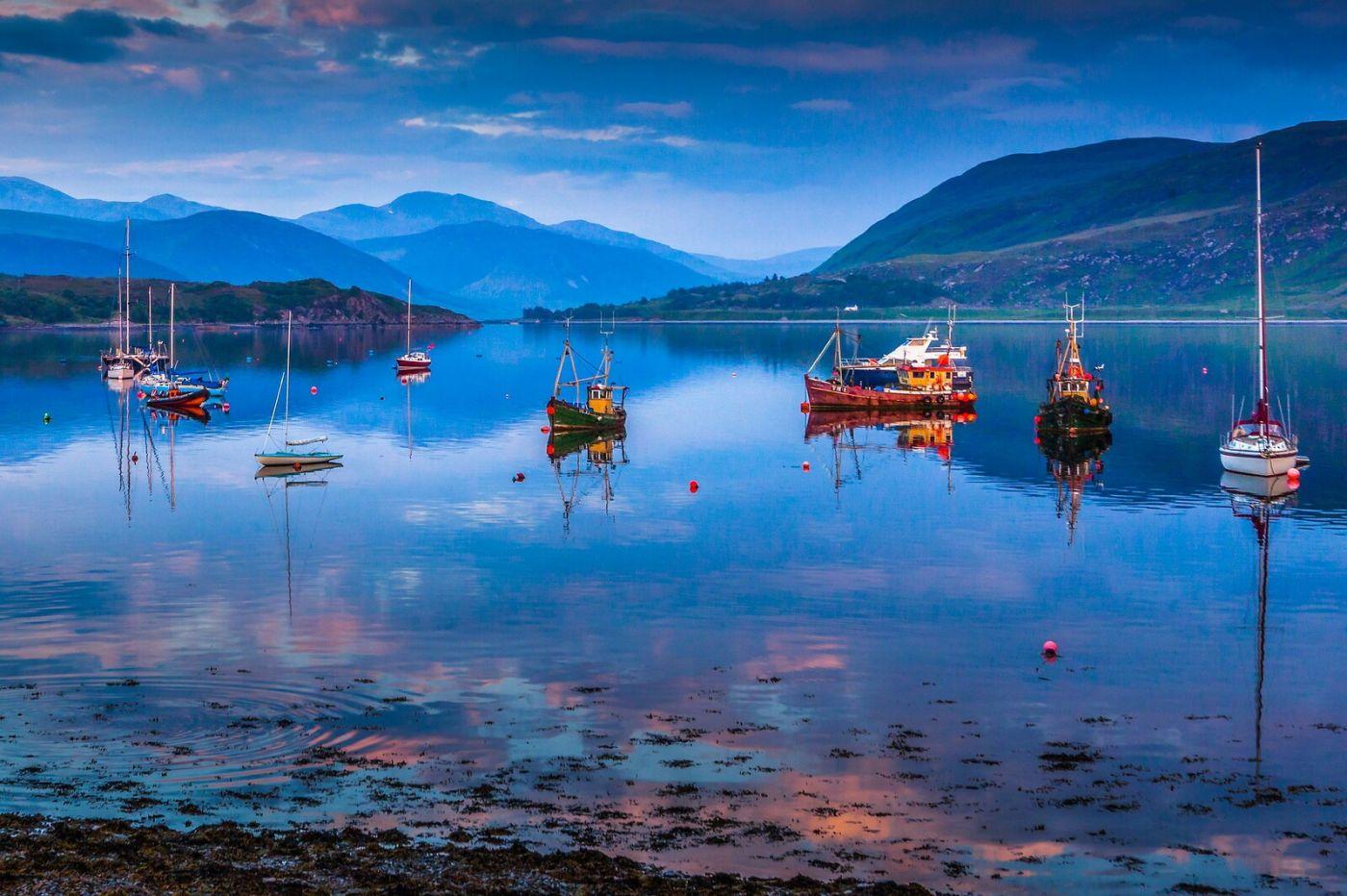 苏格兰阿勒浦(Ullapool),如镜的湖面_图1-14