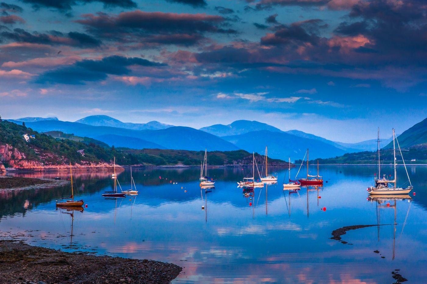 苏格兰阿勒浦(Ullapool),如镜的湖面_图1-13