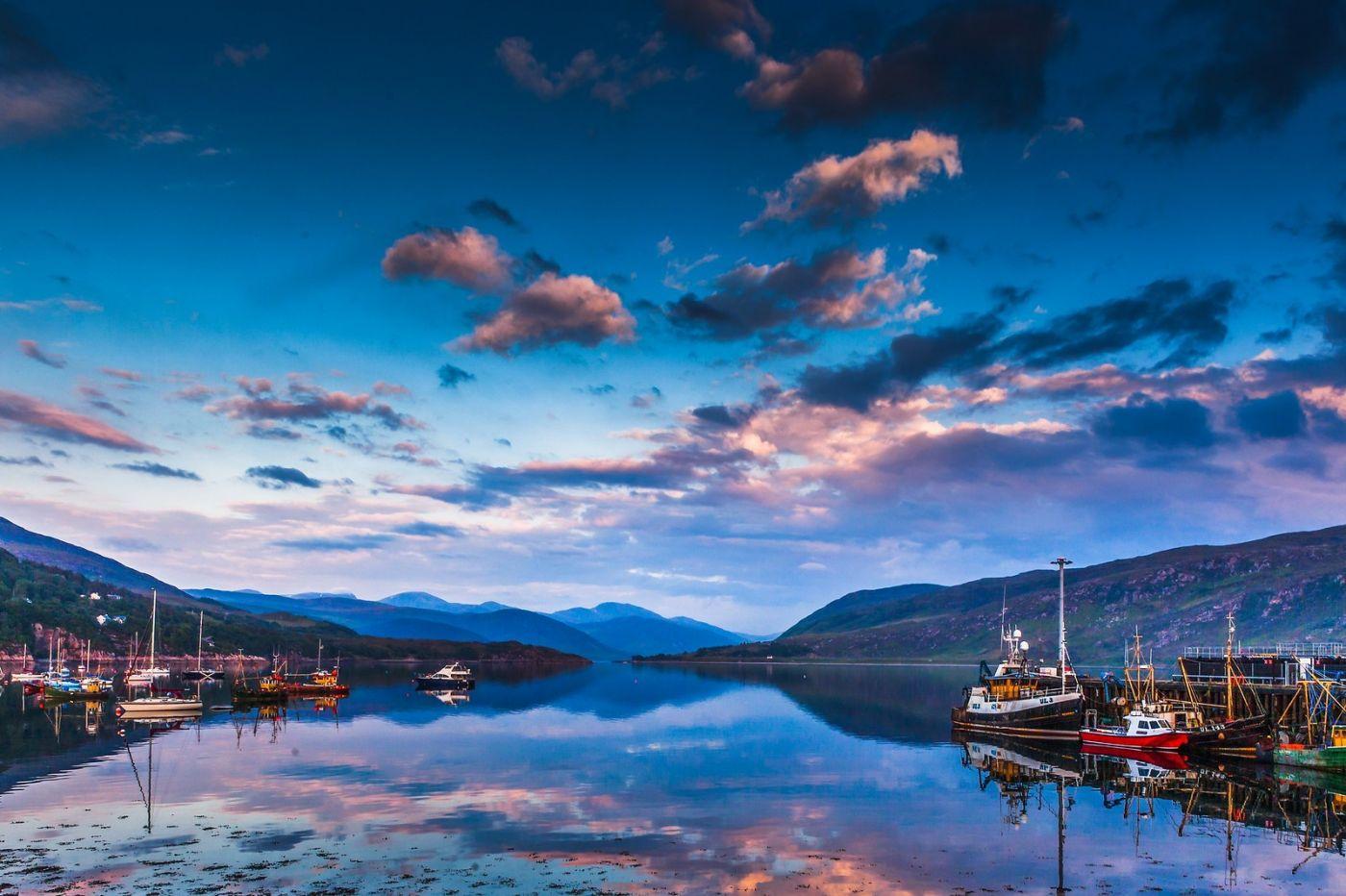 苏格兰阿勒浦(Ullapool),如镜的湖面_图1-9