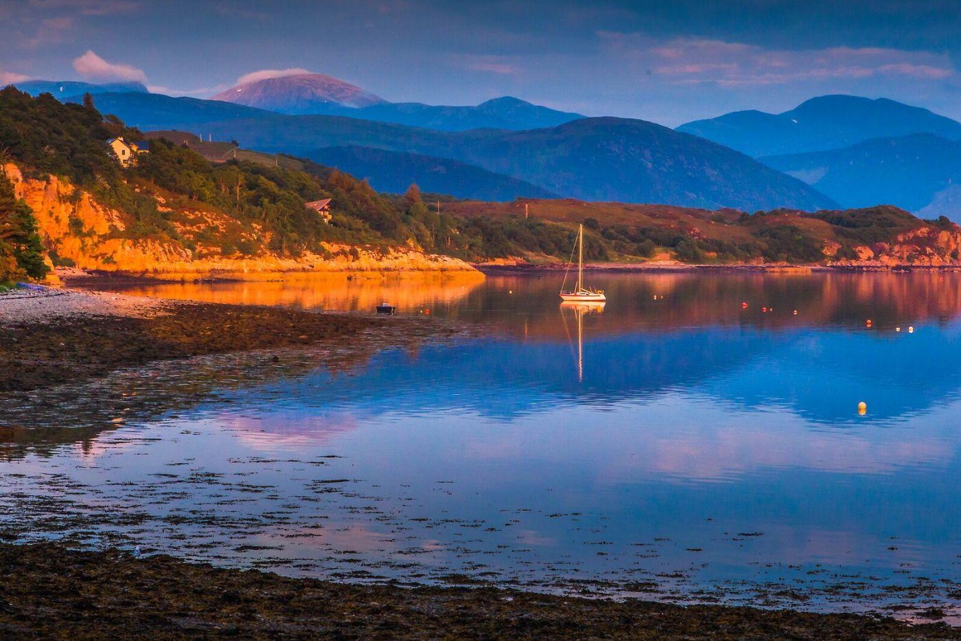 苏格兰阿勒浦(Ullapool),如镜的湖面_图1-10