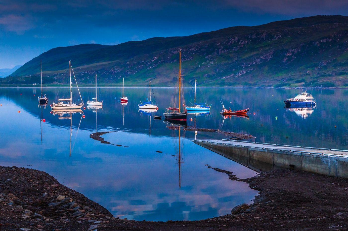 苏格兰阿勒浦(Ullapool),如镜的湖面_图1-11