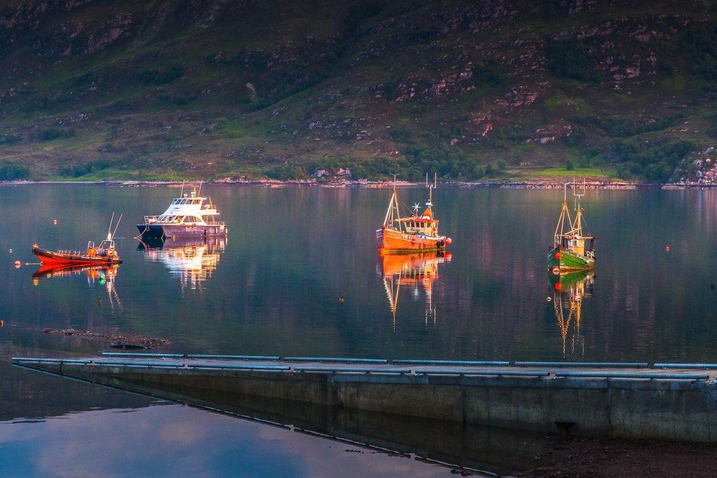 苏格兰阿勒浦(Ullapool),如镜的湖面_图1-12
