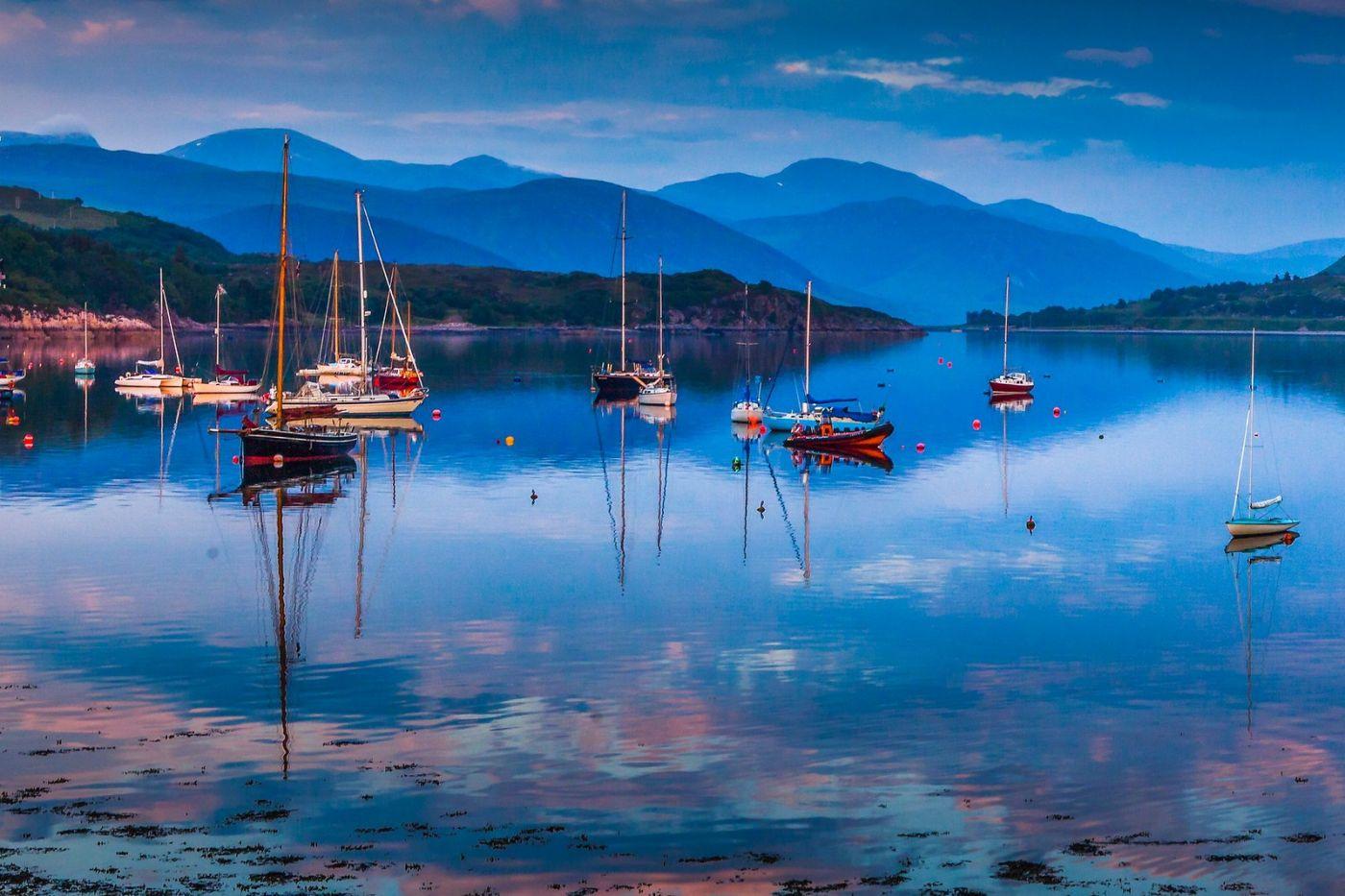 苏格兰阿勒浦(Ullapool),如镜的湖面_图1-4