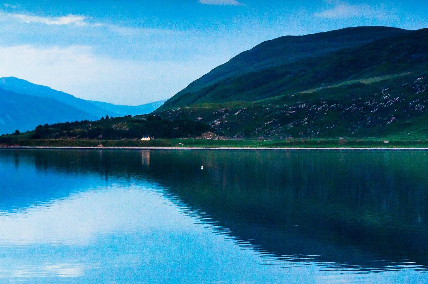苏格兰阿勒浦(Ullapool),如镜的湖面_图1-5