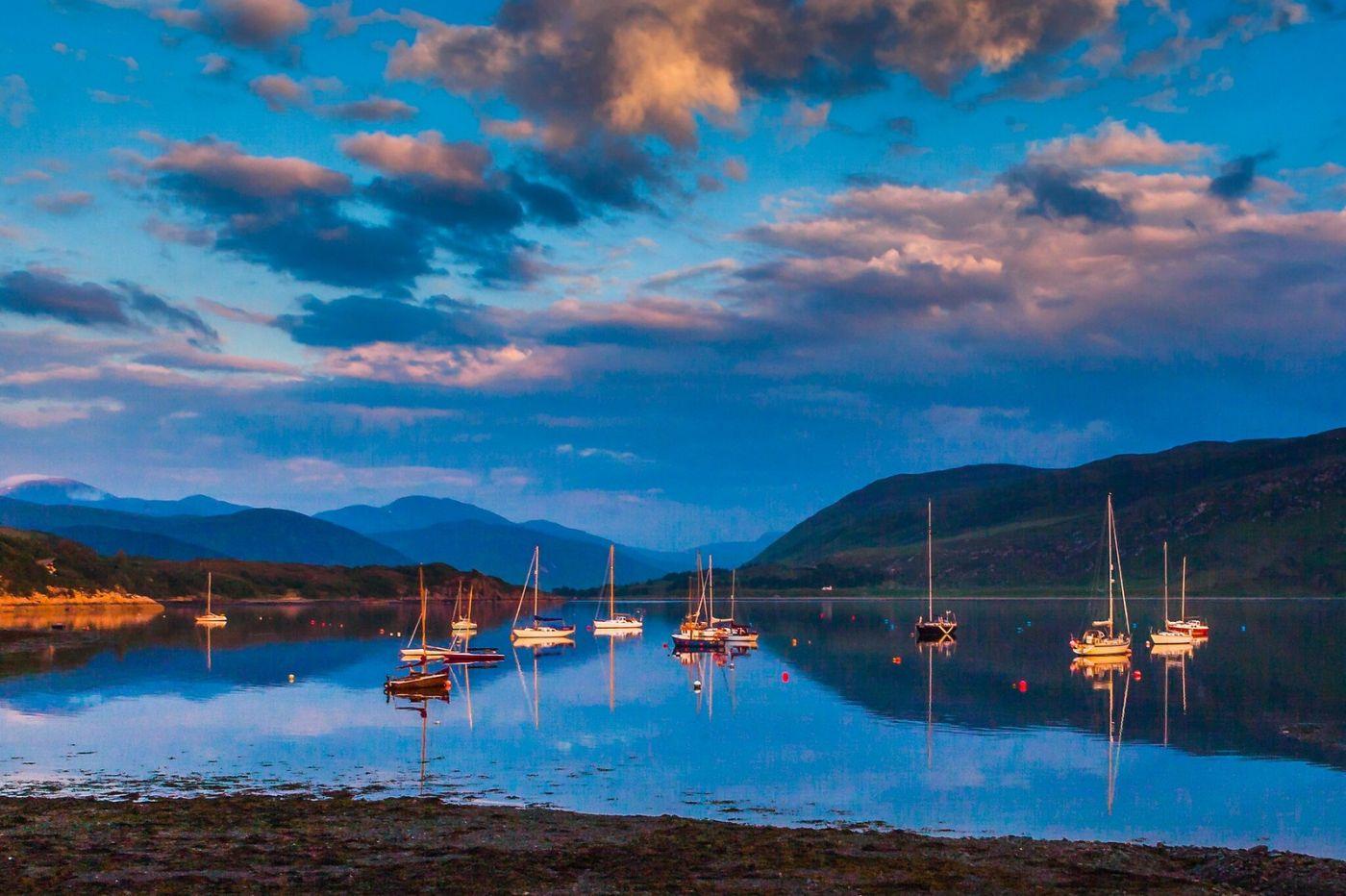 苏格兰阿勒浦(Ullapool),如镜的湖面_图1-7