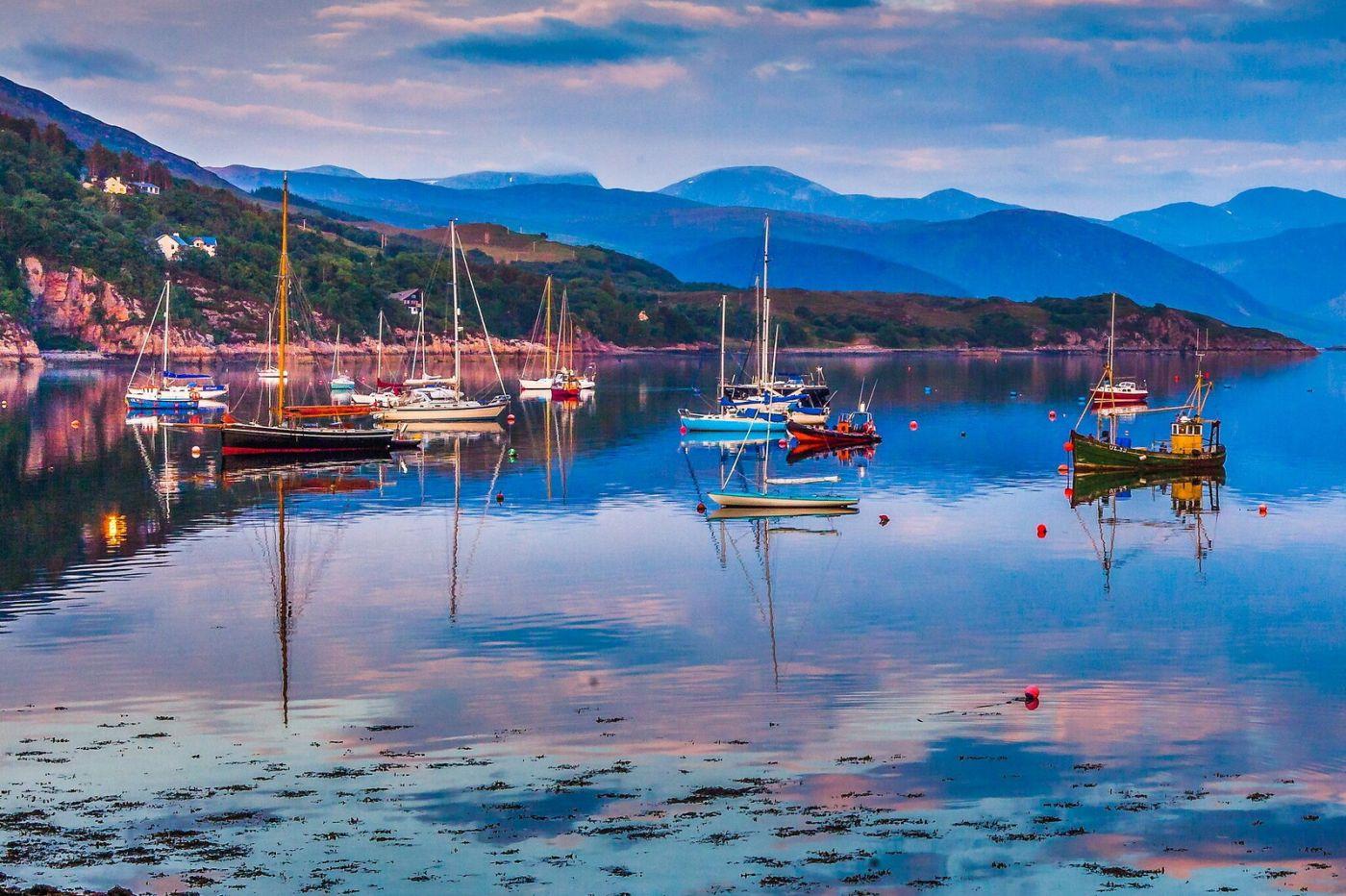 苏格兰阿勒浦(Ullapool),如镜的湖面_图1-8