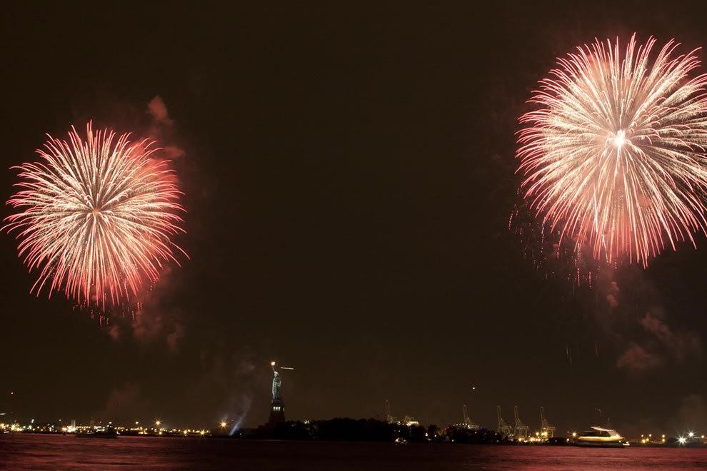 美国独立纪念日----烟花会演_图1-7