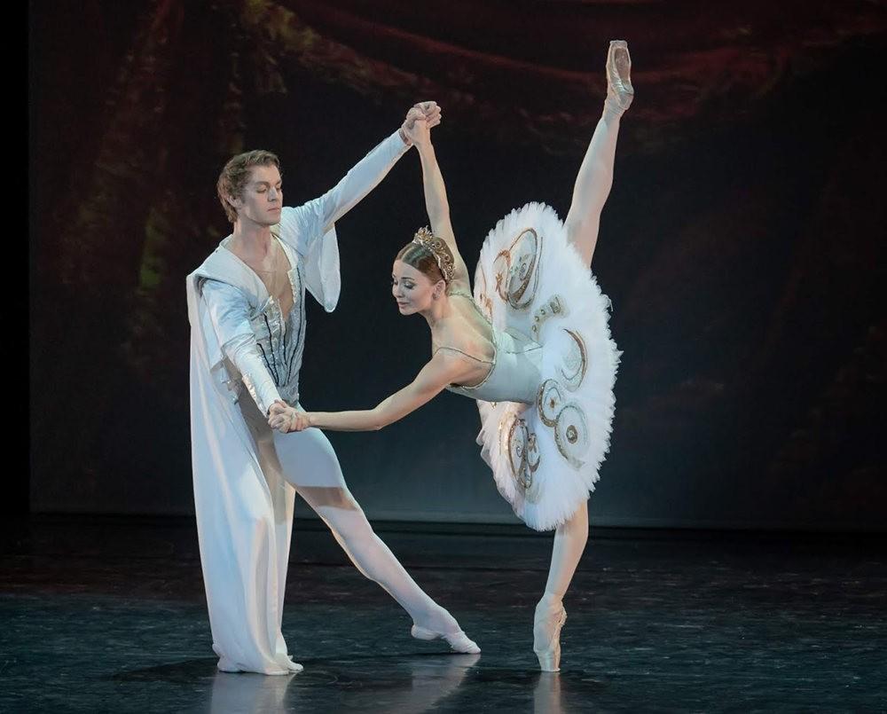 美丽的芭蕾舞_图1-6