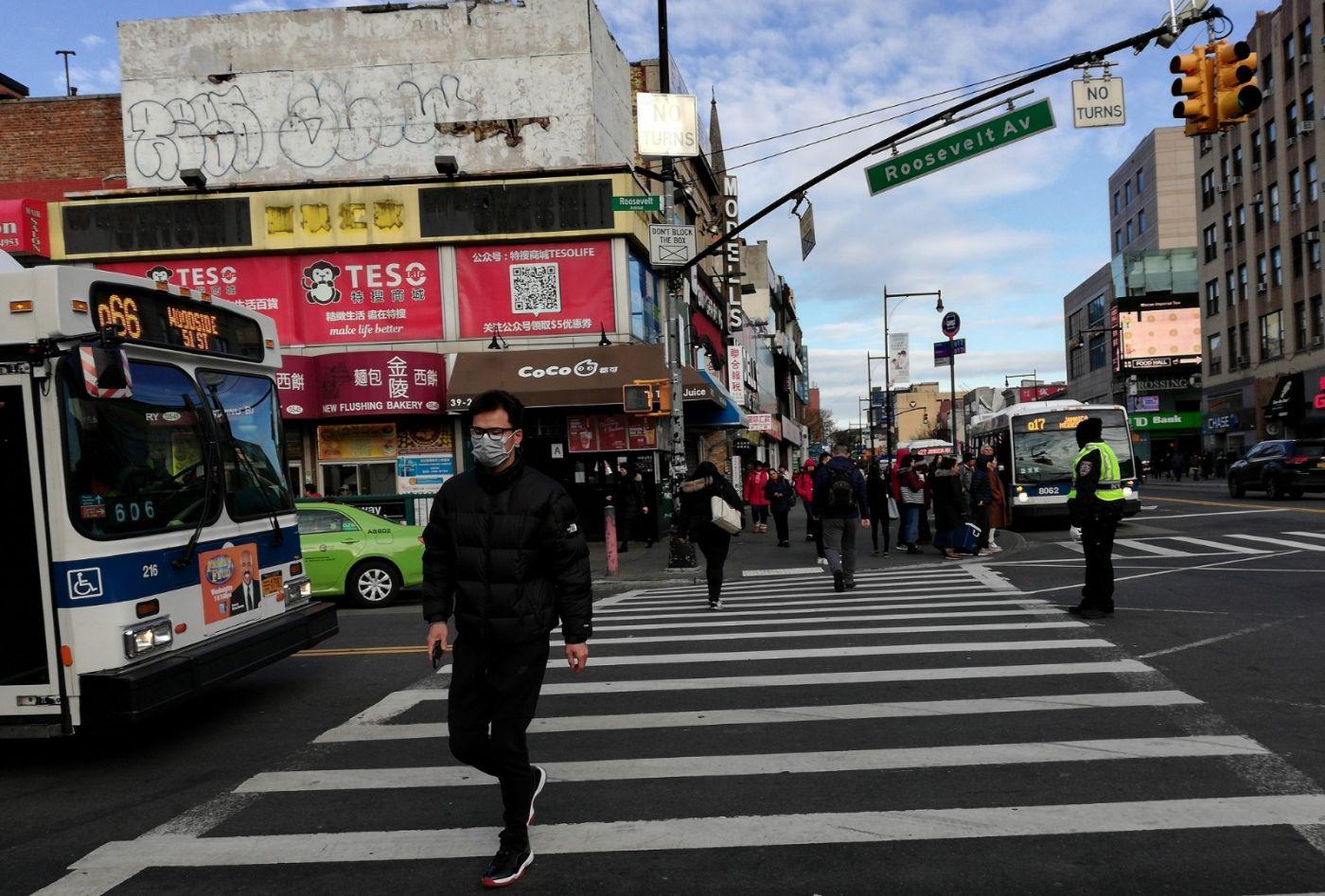 预防新型肺炎,纽约法拉盛街头戴口罩的人不断增加_图1-4