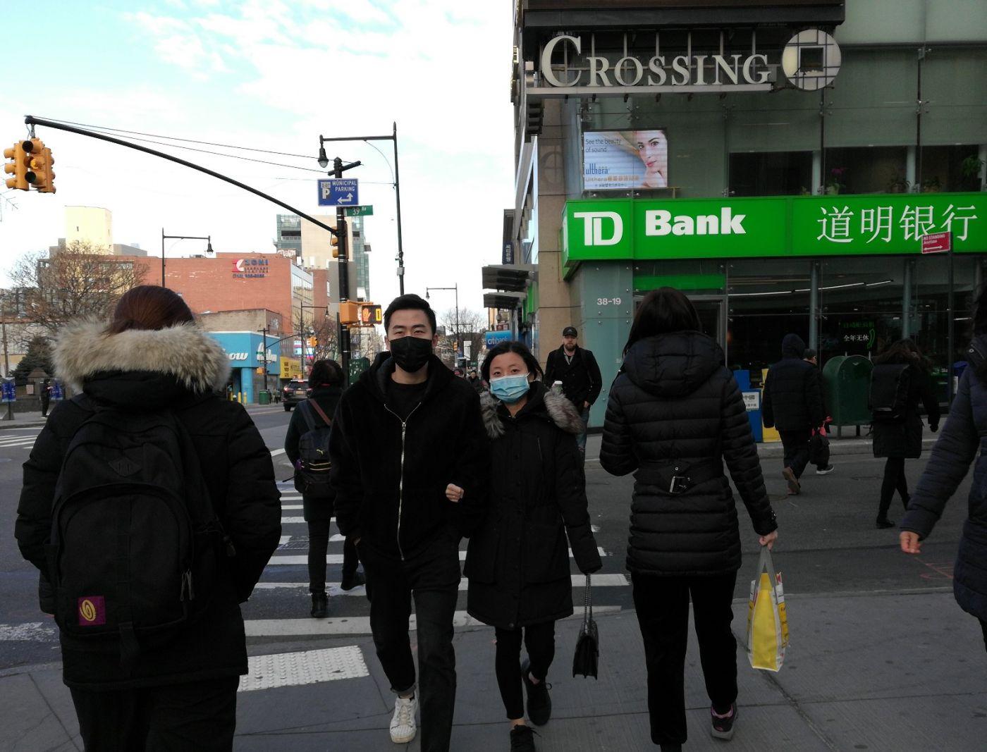 预防新型肺炎,纽约法拉盛街头戴口罩的人不断增加_图1-6