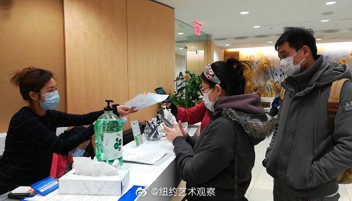 预防新型肺炎,纽约法拉盛街头戴口罩的人不断增加_图1-8