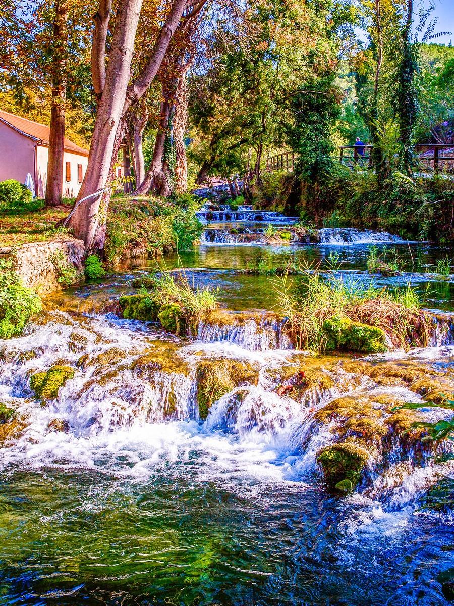 克罗地亚克尔卡国家公园(Krka National Park),走在瀑布傍_图1-31
