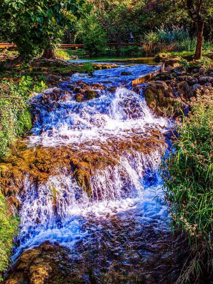 克罗地亚克尔卡国家公园(Krka National Park),走在瀑布傍_图1-30
